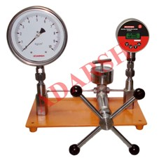 Pressure Calibrators / Comparison Testers / Calibration Tester Made
